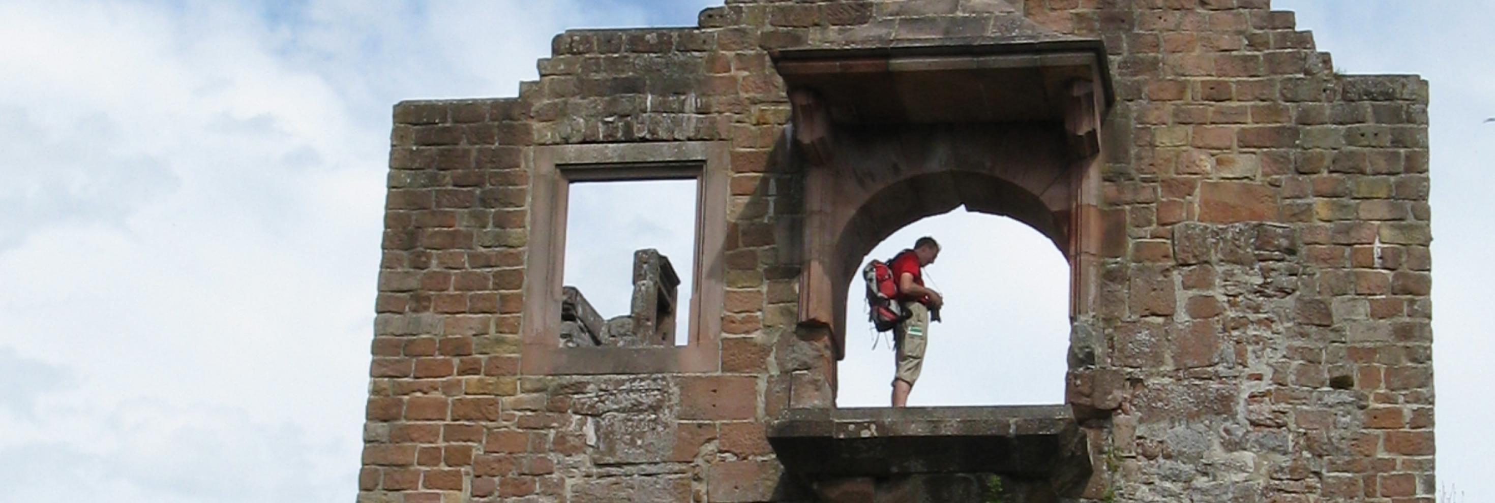 Wanderer im Burgfenster